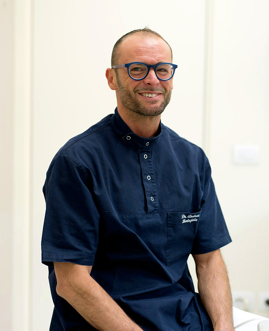 Dott. Bertajola, specializzato in parodontologia nello studio dentistico a Mezzane, Lavagno, Illasi