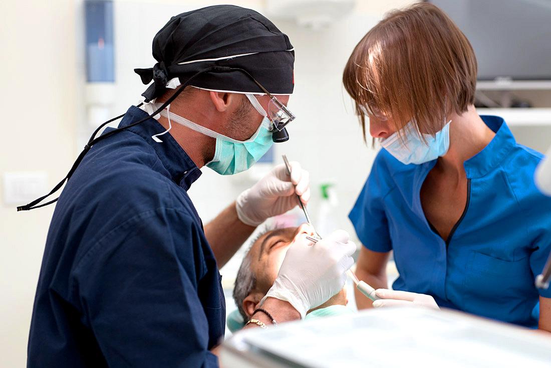 Lo studio odontoiatrico Anderluzzi a Mezzane, Caldiero, Colognola ai Colli e Vago si occupa di cure chirurgiche