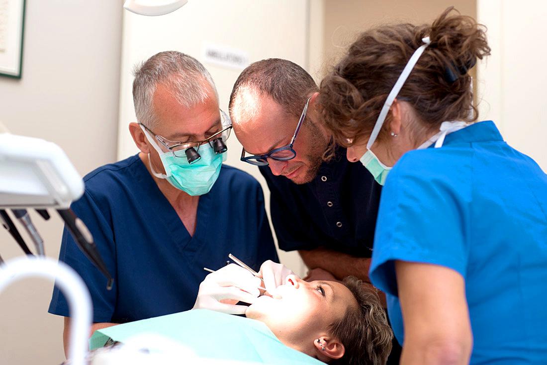 In Val d'Illasi a Verona lo studio dentistico Anderluzzi si occupa di cure estetiche