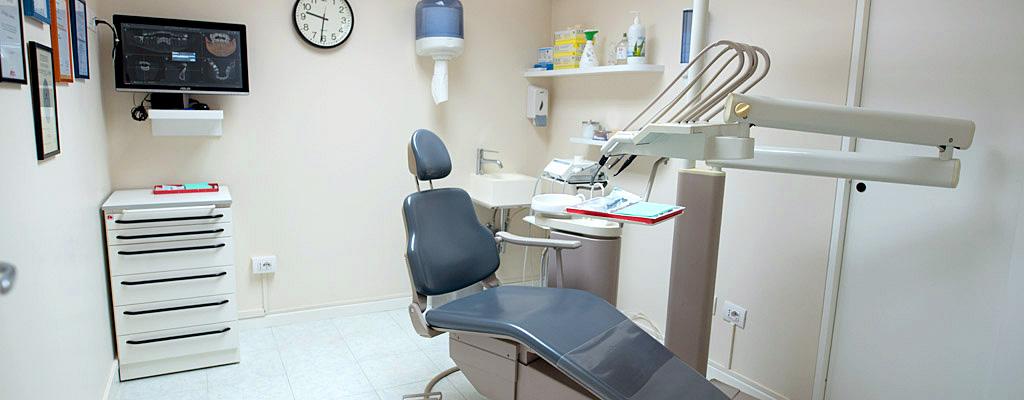 Poltrona per estrazioni dentarie, sbiancamenti ai denti, prevenzione e igiene orale vicino a Caldiero, Verona
