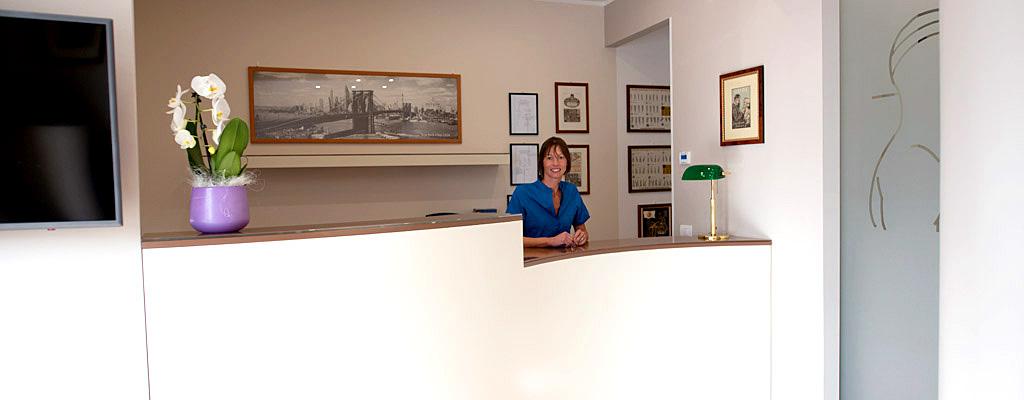 Reception dello Studio Anderluzzi, odontoiatria e clinica dentaria in Val d'Illasi vicino a Illasi, Caldiero, Colognola, Mezzane, Lavagno